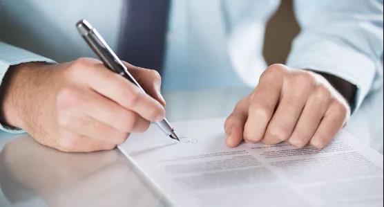 女子因一个签名竟负债9000万!千万别随便在这些纸上签名!