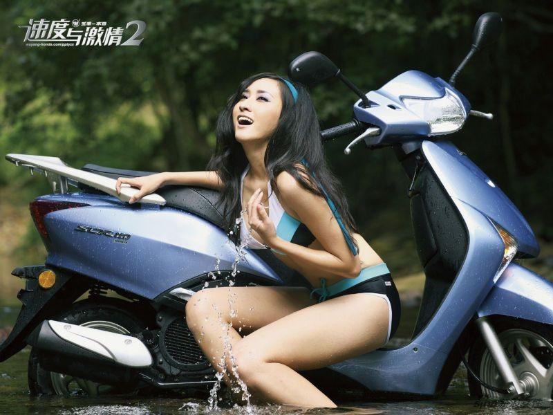 温情田园:张馨予演绎摩托美女