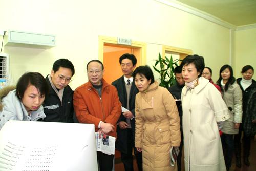 徐孟加,张锦明,向华全,吴旭等市领导一行来雅安日报社慰问