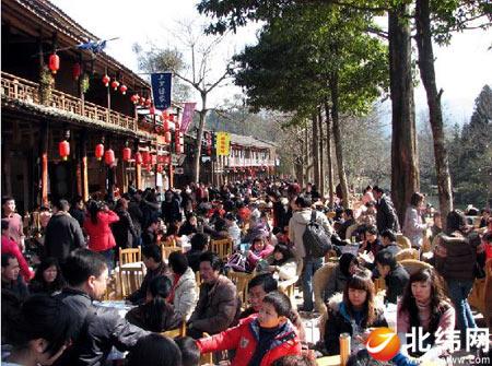 古镇迎来了春节旅游高峰