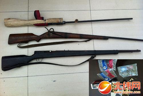 石棉县/民警收缴的枪支及钢珠,黑火药、底火等物品