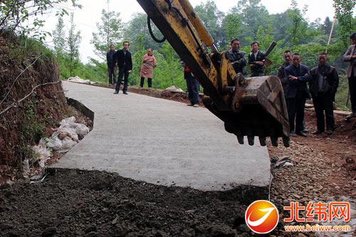 名山区土地整理项目一工程被亮 红牌