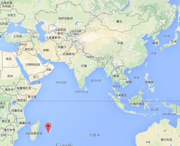 此前搜索MH370的位置,距离发现残骸地点4000公里以上   最新消息,纽约时报报道,美国调查员表示,初步认定这块残骸来自MH370。有媒体表示,这块残骸可能是顺着洋流飘到留尼汪岛的,在这里发现残骸并不意味着能在附近发现MH370的其他部分。