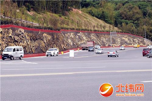 市区成雅高速公路多营出入口堡坎护坡茶马古道浮雕项目,已于4月15日
