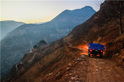 汉源县古路村开启有车时代