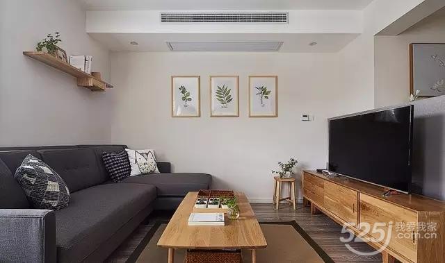 深色沙发搭配原木色实木茶几