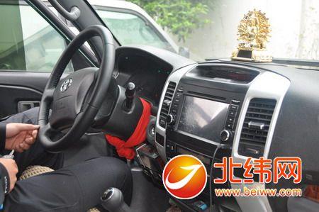 凌晨2时许,在对车牌号为川a211nm的越野车检查时,发现该车安装有警报