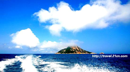 珠海海边大石站帅哥风景