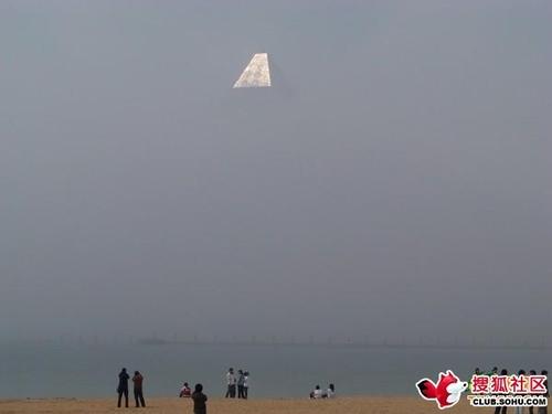 游客在海边拍到神秘海市蜃楼[图]