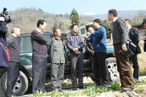 要结合新农村建设高质量完成灾毁耕地的整理复垦工作